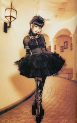http://jp.learnoutlive.com/wp-content/uploads/2010/10/gothic-lolita.jpg